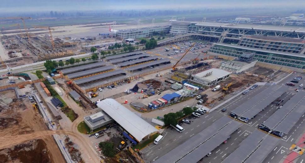Vue aérienne des travaux de construction de l'aéroport de Santiago
