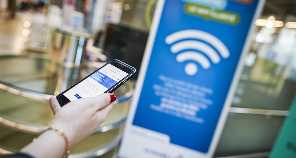 VINCI Airports a été le premier groupement aéroportuaire en Europe à lancer le service WiFi gratuit et illimité à ses clients en 2014.