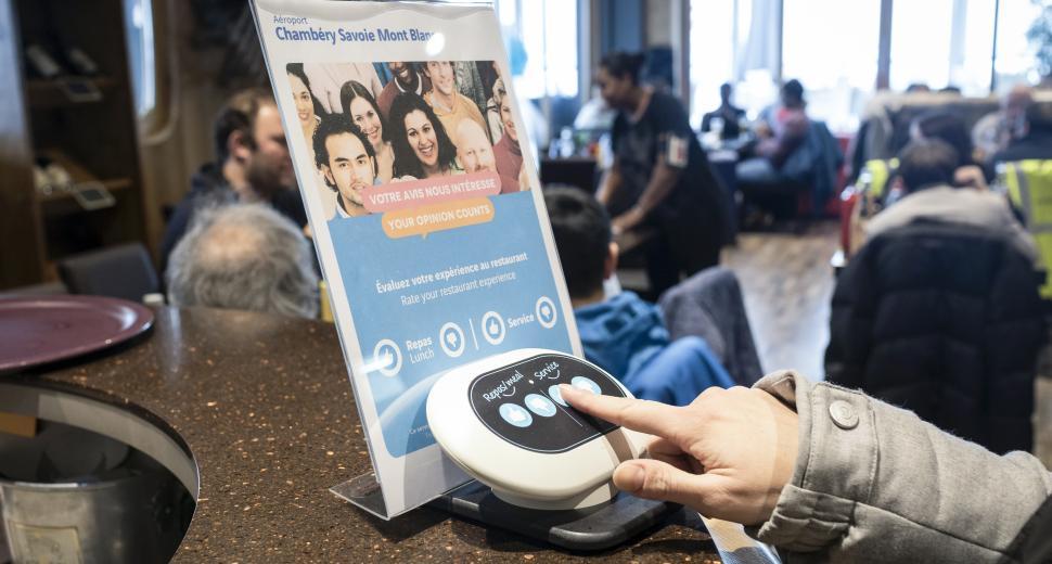 La solution proposée par la start-up Skiply a été déployée dans plusieurs aéroports du réseau VINCI Airports en France.